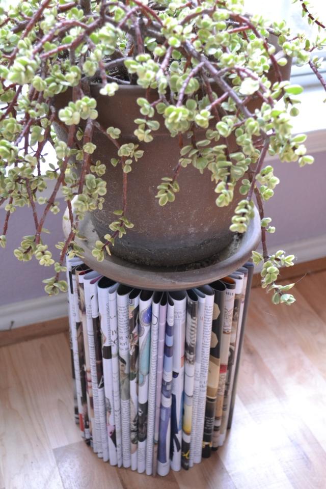 Magazine plant stand